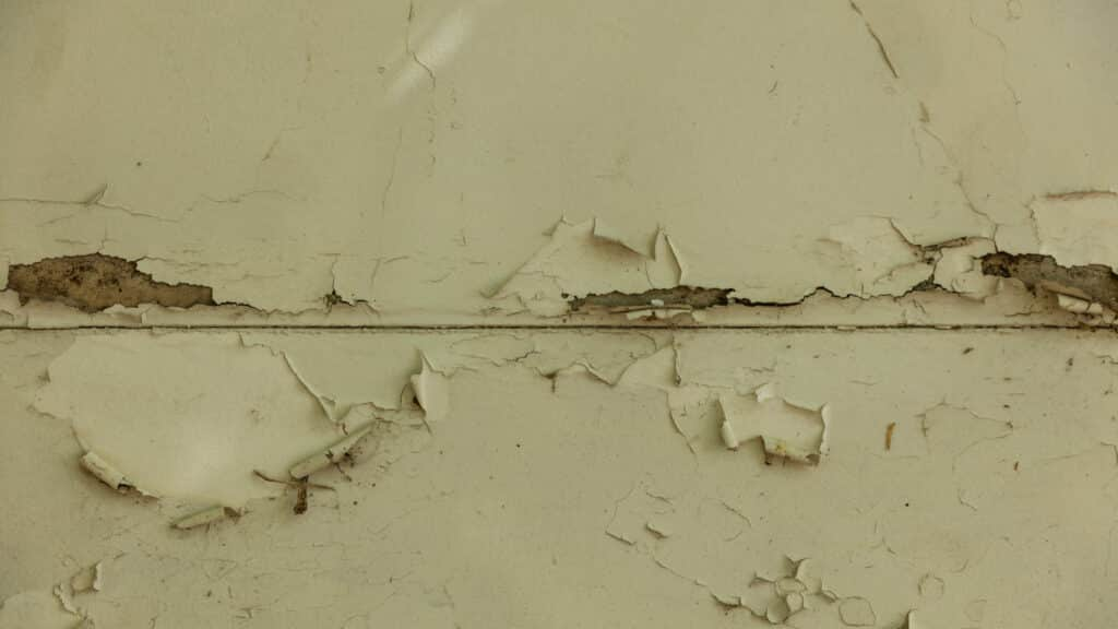 Vieux mur délabré
